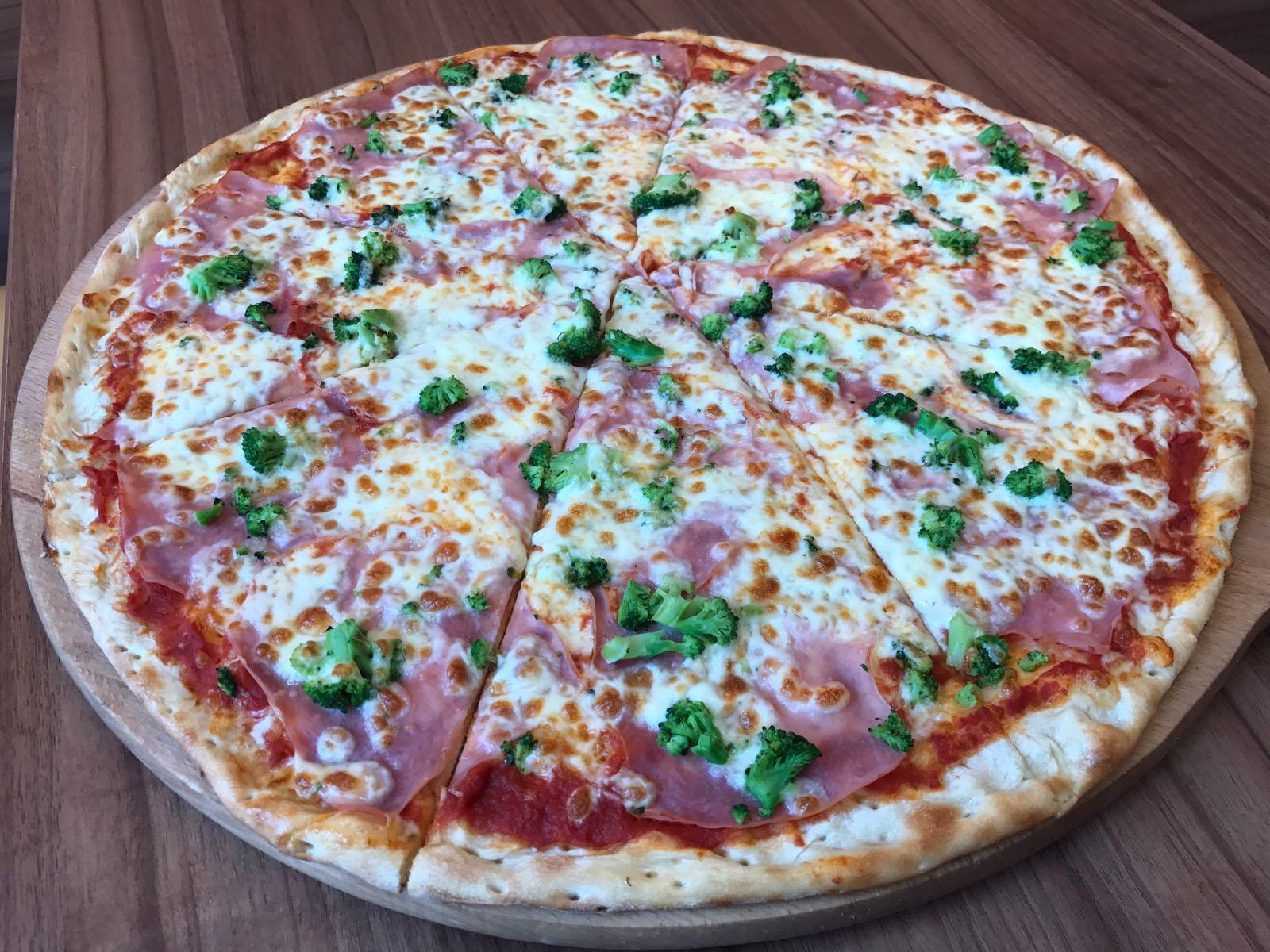 5. Pizza Brokoli 50cm
