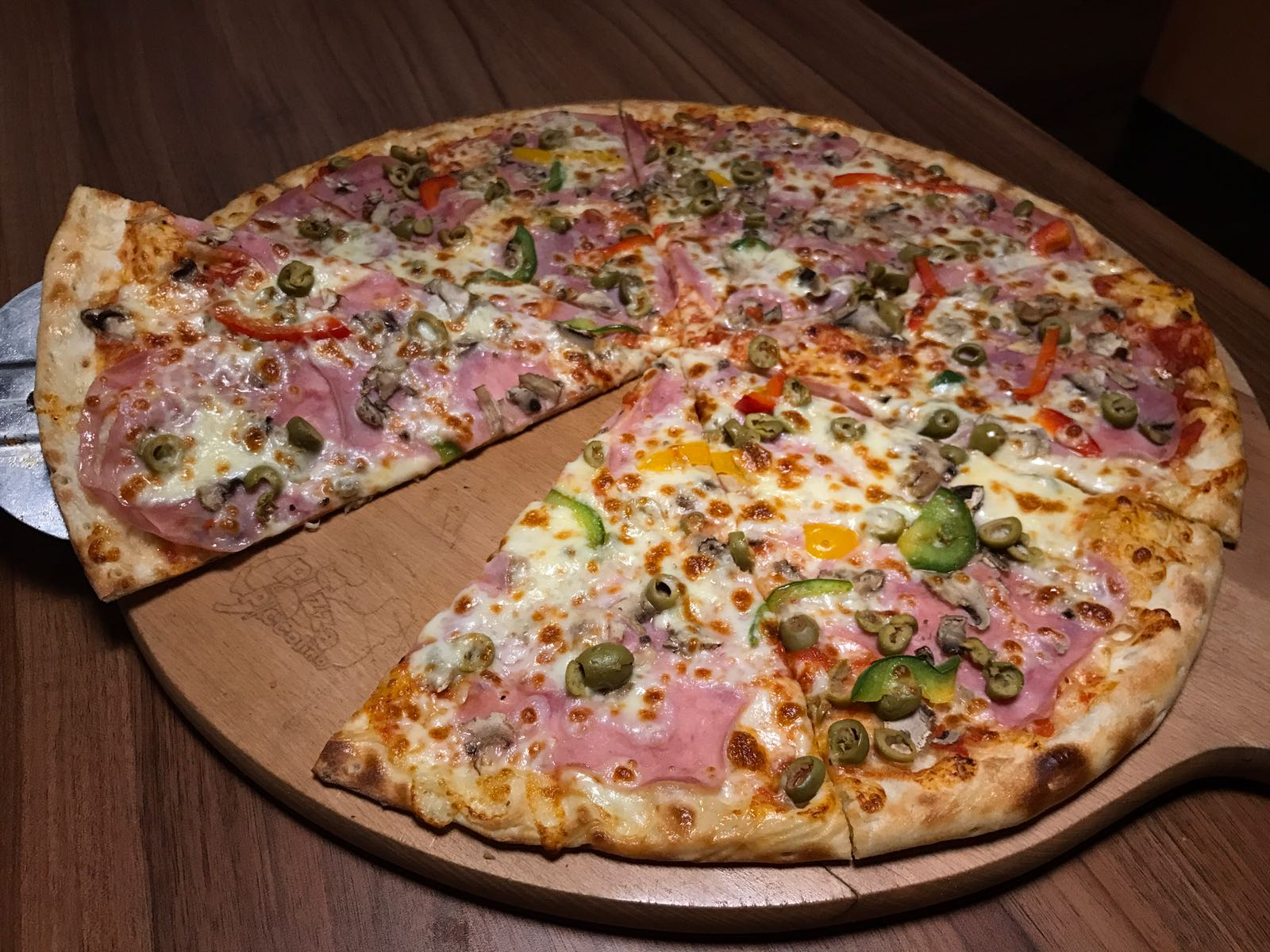 15. Pizza Cardinal 50cm