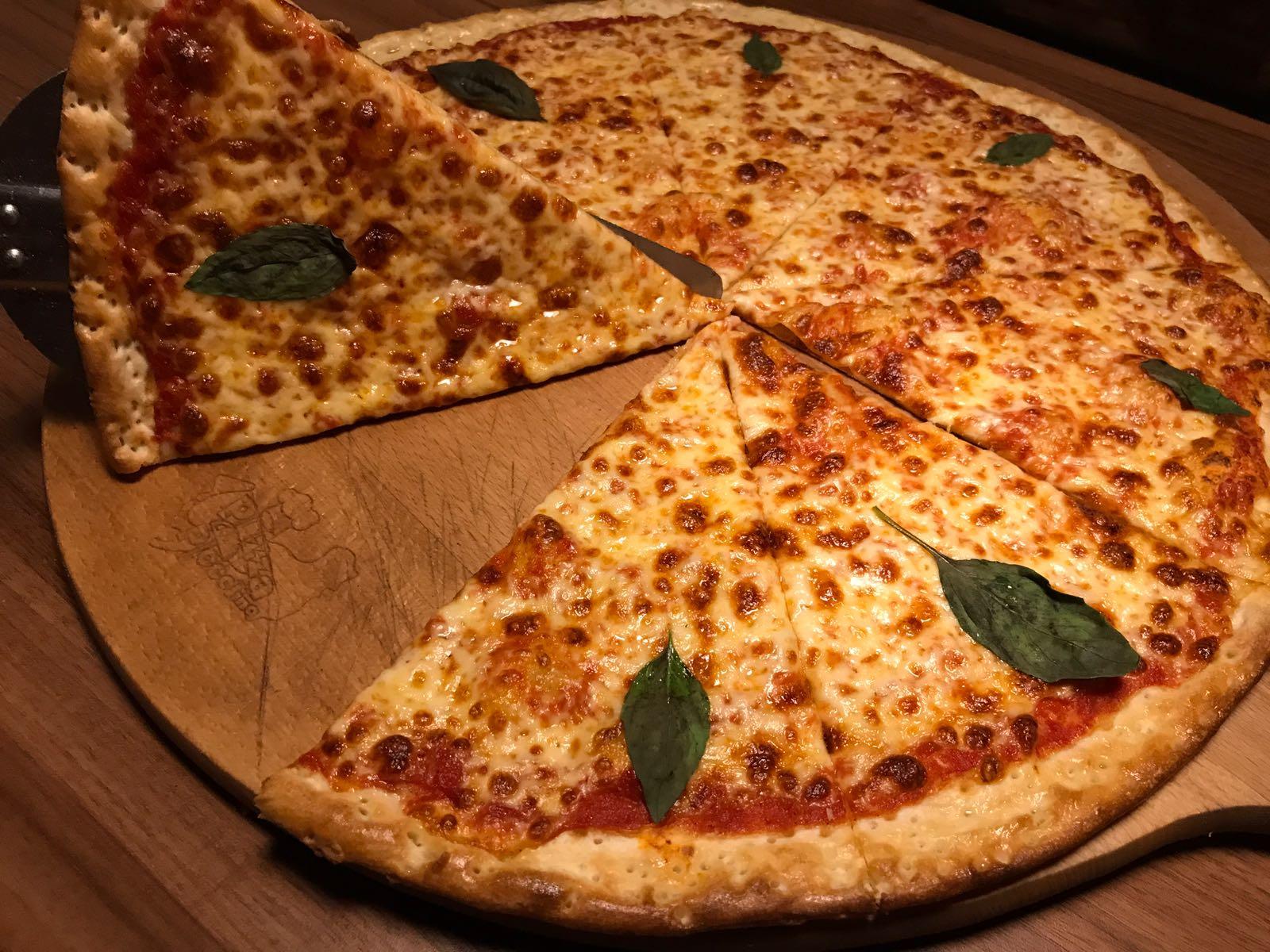 1. Pizza Margherita 33cm